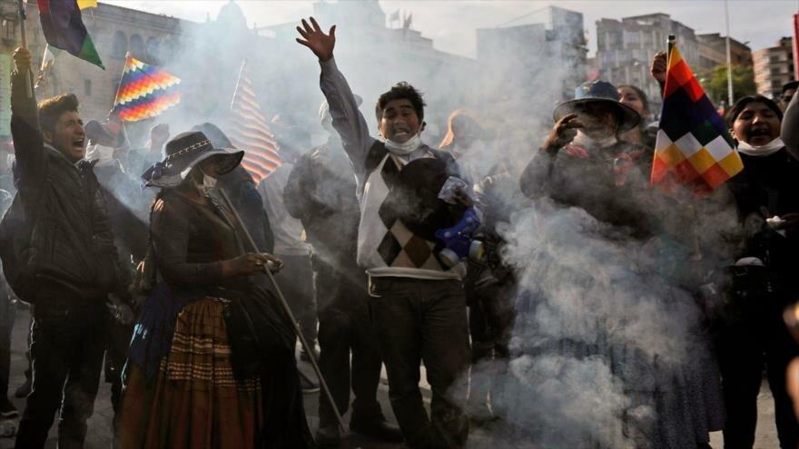 Partidarios del expresidente boliviano Evo Morales protestan contra el Gobierno interino en La Paz la capital