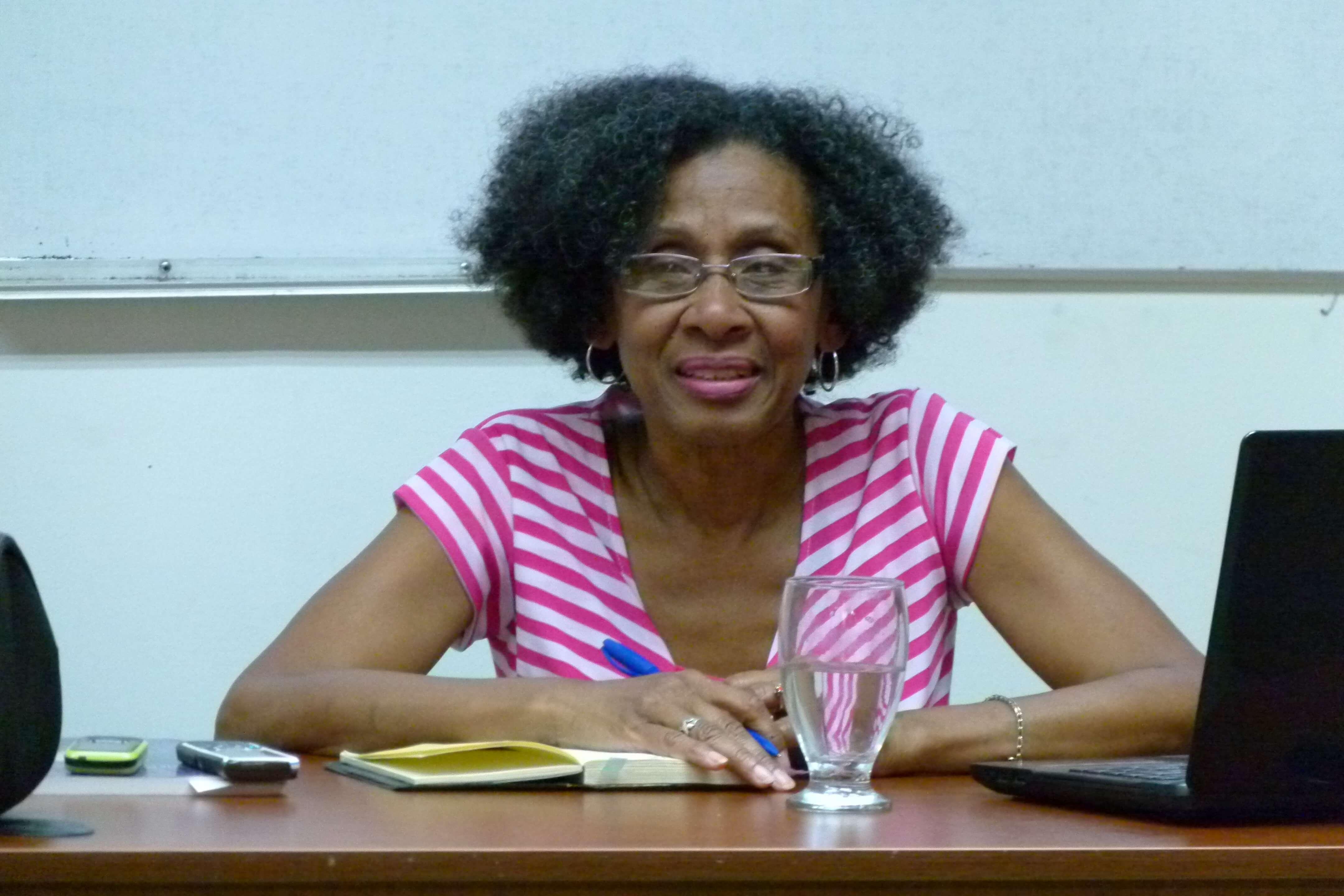 Profesora e Investigadora Casimira Monasterio en su ponencia sobre la Sociedad Secreta Abakuá de Cuba