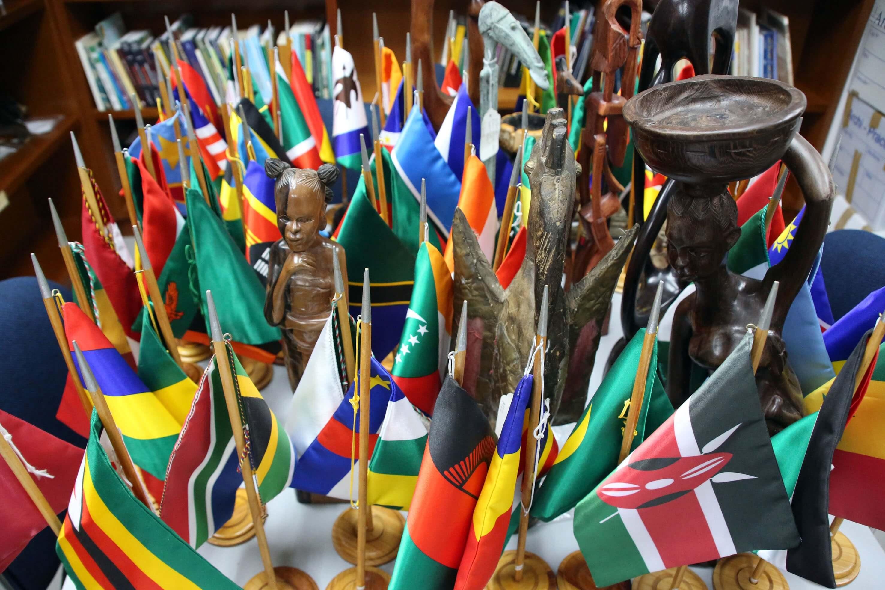 Portafolio de Máscaras Africanas en el Objetivo de Orlando Ugueto
