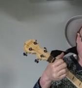 Un músico de Malawi lucha contra los mitos sobre el albinismo